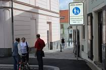 EMOCE budí dopravní značka směrem ke Spilce.