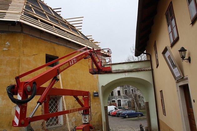 DŮM Č. 51 U BRANKY proti známé galerii a duchovnímu centru prochází velkou rekonstrukcí. Sloužit má nejen k bydlení.