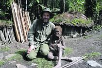 Vývoj života v některých částech Guiney jakoby ustrnul někde v do-bě kamenné, lidé tu vyznávají úplně jiné hodnoty.