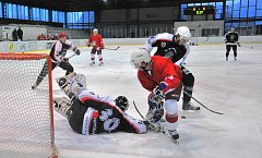 Domácí loučení hokejistů HC Rokycany se základní částí krajské ligy přineslo dvacet branek. Lídr soutěže deklasoval Chotíkov 15:5.