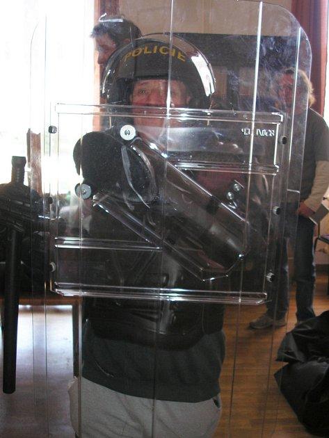 Policisté z obvodního oddělení v Radnicích navštívili klienty ÚSP Liblín.