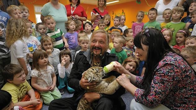 Tygr udělal radost dětem v Radnicích.