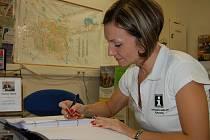 Kondolenční listiny k úmrtí bývalého prezidenta Václava Havla mohou obyvatelé okresu podepisovatv rokycanském Informačním centru (přízemí radnice). Jako jedna z prvních se vzkazem nezaváhala pracovnice tohoto střediska Kristina Šiková.