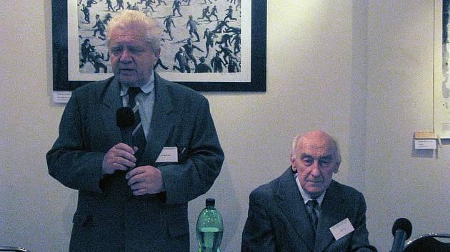 Konferenci svými příspěvky zahajovali Jan Hučka a Jaroslav Tuček. Oba hovořili hlavně o historii kovovýroby.