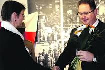 Radka Křížková Červená sice šéfuje Muzeu jižního Plzeňska v Blovicích, ale v rodných Rokycanech se stala autorkou výstavy o mistru Janovi. Při vernisáži jí za město poděkoval první místostarosta Tomáš Rada.
