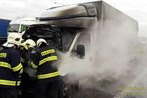 Požár dodávky na dálnici nad Rokycany