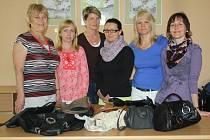 MEZI TY, které své kabelky obětovaly do dobročinného Kabelkového VELEtrhu pro Honzíka, patří i tým žen z Městského úřadu Rokycany.