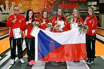 VERONIKA WOHLMUTHOVÁ (vpravo) doveze do Rokycan zlatou medaili z mistrovství světa dorostenek.
