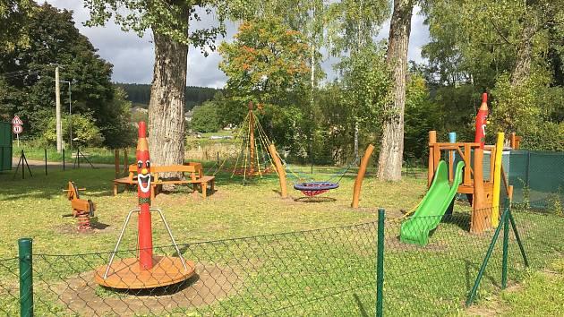 Nové dětské hřiště mají ve Strašicích na Rokycansku