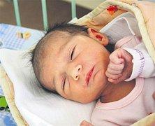 Rozálie SEDLECKÁ z Rokycan bude mít v rodném listě datum narození 1. února. Přišla na svět v 11 hodin a 46 minut dopoledne. Malá Rozálie vážila při narození rovných 3000 gramů, měřila 49 cm.