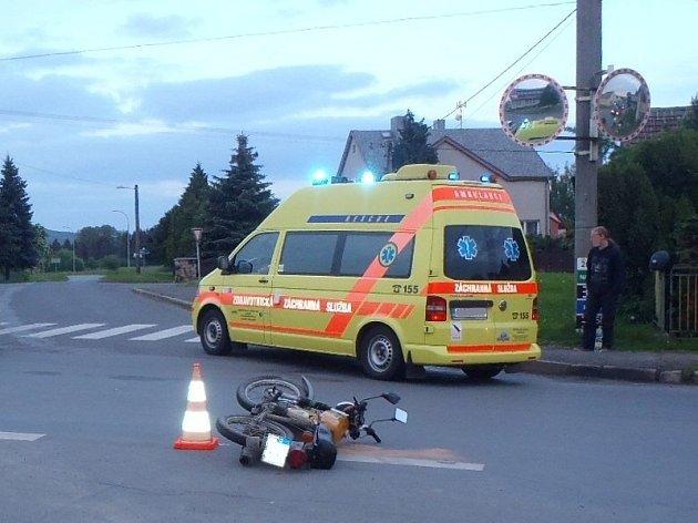 Hrůzostrašně vypadala nehoda na křižovatce v Oseku.