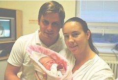 Magdaléna MITÁČKOVÁ z Rokycan si poprvé zakřičela na porodním sále rokycanské nemocnice 31. října. Narodila se v 15 hodin a 19 minut. Manželé Sandra a Jirka znali pohlaví svého prvního dítěte dopředu. Malá Magdalenka vážila 3700 g, měřila 49 cm.