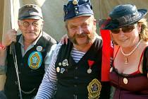 Do Volduch se sjeli na sklonku týdne majitelé a fanoušci historických bicyklů. Šlapka se uskutečnila už podvacáté a byla opět příležitostí k setkání přátel. Láďa Vrzal a Jiří Šindelář (zleva) dorazili od Českých Budějovic a oblékli se stylově.