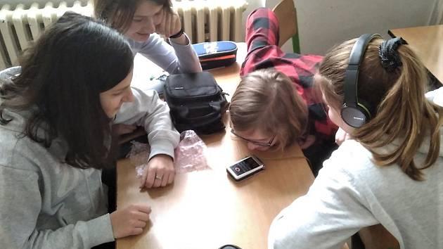 Deváťačky z rokycanské Základní školy TGM se zapojily do projektu neziskové organizace Post Bellum.