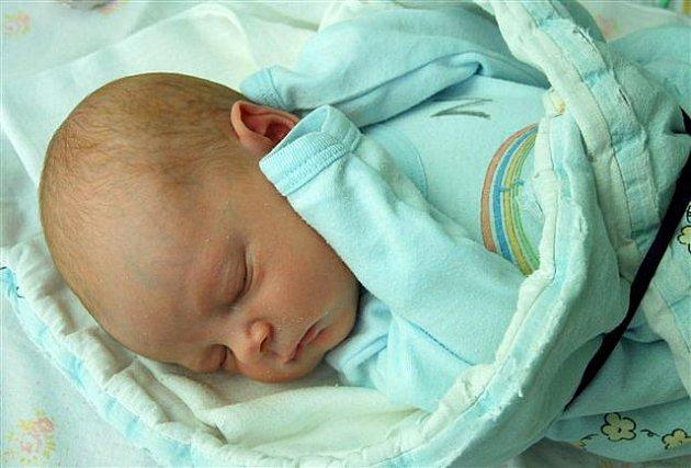 Tadeáš KUCHAŘ   z  Číčova se narodil 29. srpna dvě hodiny a 57 minut po půlnoci. Manželé Hedvika a Jiří věděli dopředu, že jejich první dítě bude chlapeček. Tadeášek vážil při narození 2950 gramů, měřil 50 cm. Tatínek byl u porodu svojí ženě oporou.