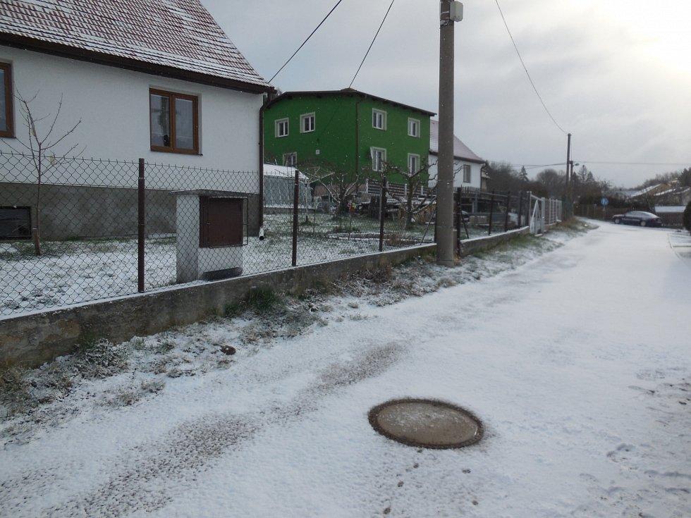 Sníh v Radnicích na Rokycansku ráno 6. dubna.