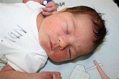 Matěj SMEJKAL ze Svojkovic si pro svůj příchod na svět vybral datum 26. února. Narodil se ráno, deset minut po páté hodině. Pro manžele Martinu a Roberta bylo pohlaví jejich druhého dítěte překvapením. Doma už mají syna Šimona (2 roky). 3070 g a 51 cm.