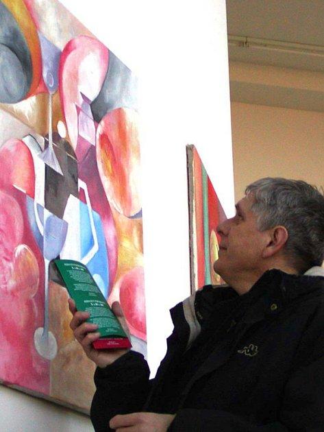 Nahá hospodyně Nadi Kahovcové, ale i sedm pláten dalších výtvarníků, představil v rámci nové podoby projektu Permanentní performace autor záměru Petr Kůs.