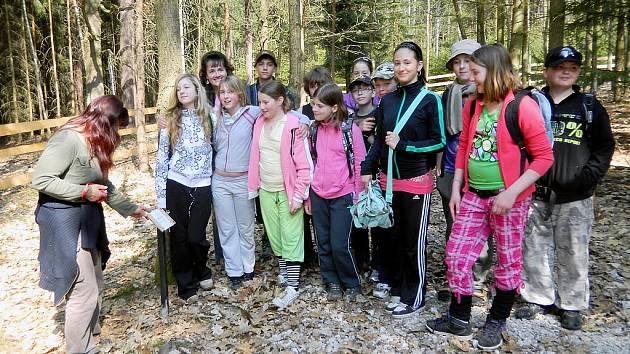 5. roční Základní školy TGM vyrazil poznávat rozmanité druhy stromů.