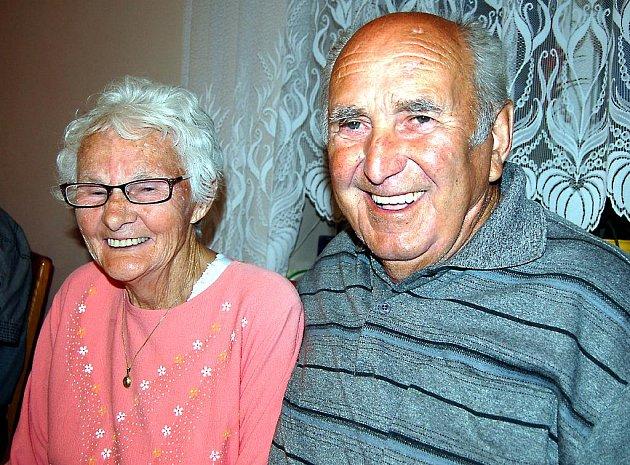 Optimismus vyzařuje z pohledu Zdeňky a Františka Bártových. Manželský pár z Klabavy si v kruhu svých nejbližších i představitelů obce připomněl v sobotu večer šedesát společně prožitých let.