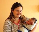 MARTIN TOMÁŠŮ z Rakové si pro svůj příchod na svět vybral datum 13. února. Narodil se tři minuty před osmou ráno. Maminka Veronika a tatínek Martin, který byl u porodu pomáhat, se nechali pohlavím miminka překvapit až na porodní sál. 3740 g, 50 cm.