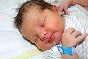 VÁCLAV SLÁMA z Rokycan se narodil 10. května večer, ve 20 hodin a 39 minut. Manželé Markéta a Vašek věděli dopředu, že se jim narodí chlapeček. Doma se na malého brášku těší čtrnáctiletá Evička a šestiletá Kristýnka. Vašík vážil 3970 g a měřil 52 cm.