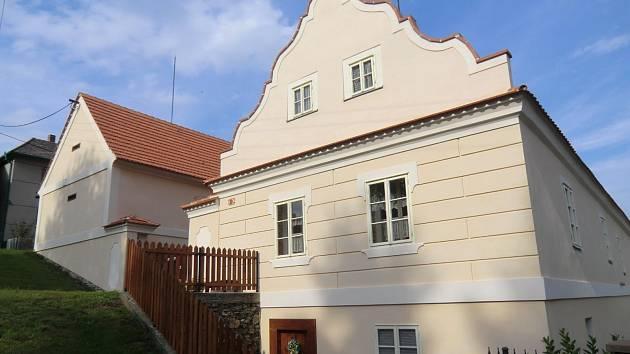 Opravený dům v Bujesilech