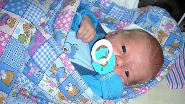 VAŠÍK ŠKOPEK jméno Václav dostal prvorozený syn Michaely Fridrichové a Milana Škopka ze Skomelna. Vašík se narodil 23. listopadu 2017 v hořovické porodnici, vážil 3,41 kg a měřil 50 cm.