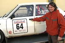 Student střední školy z Rokycan Jan Vostrý si zamiloval automobilové závody.