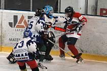 Rokycanští hokejisté osmé třídy HC DDM mají šanci na vítězství v žákovské lize. O víkendu rozdrtili Český Krumlov 9:1.