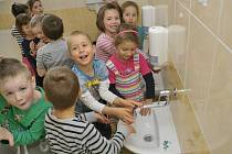 Nové sociální zařízení udělalo dětem ve školce radost