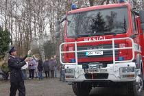 Závěr loňského roku byl významný pro dobrovolné hasiče v Břasích (odtud je náš snímek při křtu nového vozidla) a Radnicích. Oba sbory byly vybaveny špičkovými auty s cenou kolem šesti milionů korun.