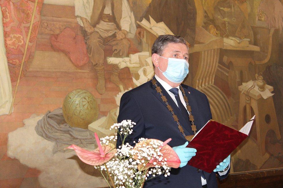 Čtvrteční svatební obřad v Rokycanech