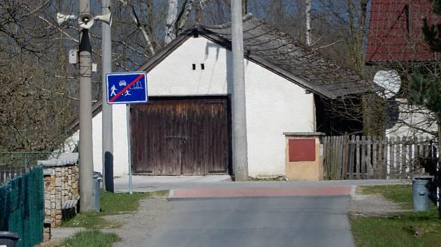 Obytná zóna Na Kukačce v Borku. Podle místních obyvatel chtěly úpravy v okolí o trochu více domyslet.