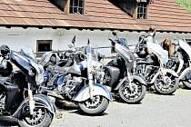 Kultovní motocykly Indian před dobřívským hamrem.