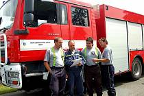 Rozmanitá je činnost dobrovolných hasičů z Břas. Pomáhali například organizovat dopravu při odhalení památníku  Jiřímu Potůčkovi–Tolarovi.