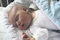 """Latif SALIM z Hrádku si poprvé zakřičel na porodním sále 12. května v 15 hodin a 54 minut. Maminka Lucie a tatínek """"Ferda"""" věděli, že jejich první dítě bude chlapeček. Latif vážil při narození úctyhodných 4440 gramů, měřil 53 cm. Tatínek si jeho porod nen"""