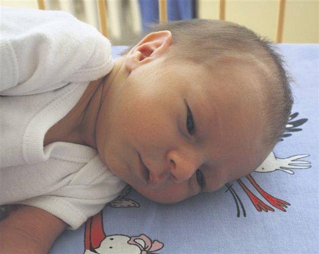 Šimon TOMÁŠEK z Břas se narodil 19. července ve 14 hodin a 30 minut. Manželé Michaela a Radek znali pohlaví svého prvního dítěte dopředu. Šimon vážil 3140 gramů, měřil 49 cm. Tatínek to na sál k porodu nestihl.