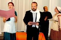Noc kostelů se na Rokycanských týkala různých náboženských směrů. V sídle Českobratrské církve evangelické se po pěveckém sboru gymnázia představili herci pražského souboru Sumus.