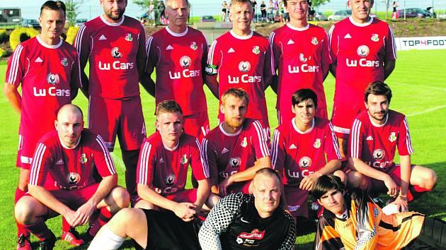 Fotbalisté TJ Sokol Raková B podlehli v televizním střetnutí okresního přeboru Sokolu Dobřív 2:4, ale za vystoupení se stydět nemuseli. Favorita potrápili hlavně v první půli.