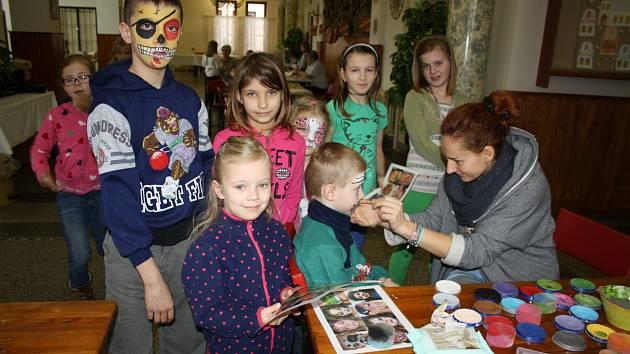 ŠKOLY jarní prázdniny vylidnily, naproti tomu kulturní zařízení či domy dětí a mládeže přicházejí s programy pro děti. Čím se baví část kluků a děvčat v Hrádku, jsme se vypravili podívat do tamního kulturního domu.