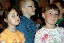 Při vyhlášení výsledků soutěže zazpívaly děti z mirošovské mateřské školy.