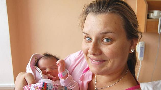 Ella DUBCOVÁ z Hrádku u Rokycan si na sále rokycanské porodnice zakřičela poprvé 29: září. Narodila se v půl desáté večer.
