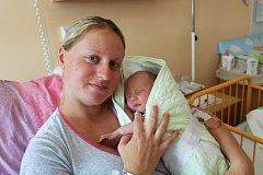 MATYÁŠ KŮRKA z Hromnice se narodil 22. června, pět minut před jedenáctou dopoledne jako první dítě rodičů Lucie a Vladimíra. Ti se nechali pohlavím miminka překvapit až na porodní sál. Tatínek byl u porodu statečný. Váha 3310 g.
