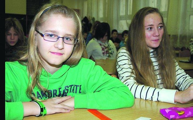 V Rokycanech sutěžili včera matematici z pátých a devátých tříd celého okreu. Stupno zastupoval Jan Arenštein (vlevo) a jednou z reprezentantek ZŠ TGM Rokycany byla Eliška Vokáčová