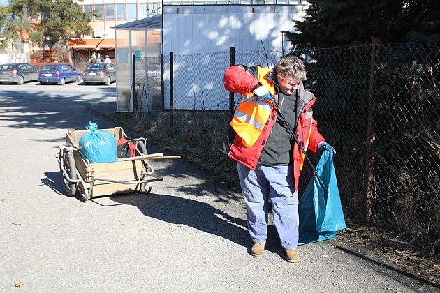 Vzhled  a pořádek obce Mirošov je v rukou  Růženy Stehnové, která zde provádí úklid odpadků po zimním období.
