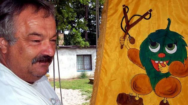 Prakyádu ve Svojkovicích vzali v sobotu útokem zástupci Březové u Sokolova. Dovezli i speciální prapor, který se zamlouval Jiřímu Košťálovi z Radnic.