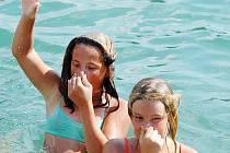 Prázdninovou idylku může narušit bolestivý zánet zvukovodu. Pacienti by neměli při prvních příznacích otálet, ale co nejdříve vyhledat lékaře.