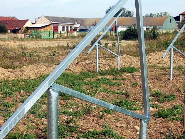 Největší fotovoltaická elektrárna ve střední Evropě by měla vyrůst v Oseku u Rokycan.