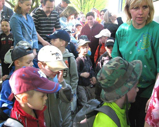 V pondělí ráno se rozjel autobus plný dětí na tematický ozdravný pobyt. Mířil na Šumavu